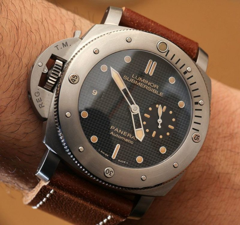 PANERAI-Luminor-Submersible-Left-Handed-Titanio-PAM569-Replica